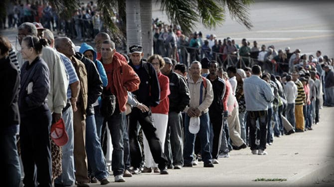 Faire la queue au Venezuela